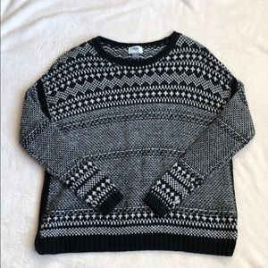 Old Navy Black and White Crewneck Sweater